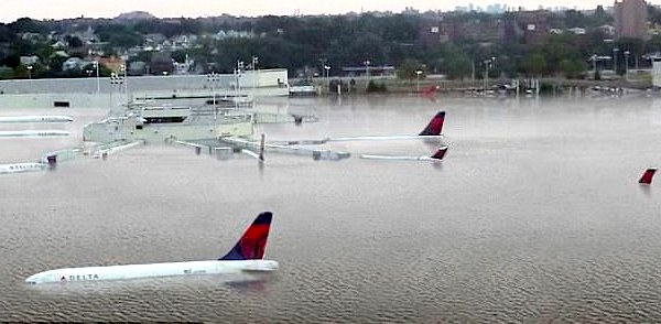 Fake: Photo of planes floating at flooded Houston airport ...