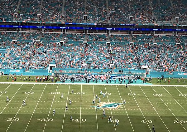 empty-nfl-football-stadium-miami-dolphins-tw-600