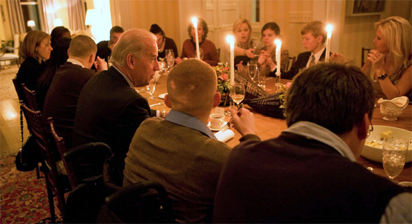 A table full of Democrats at the White House Thanksgiving in 2009 (White House photo)