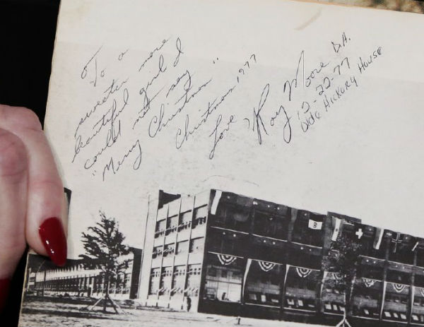 Other images of the inscription in Beverly Nelson's yearbook appear to show only one color of ink.
