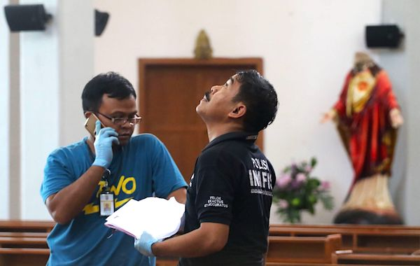 4 hurt in sword attack on Indonesian church