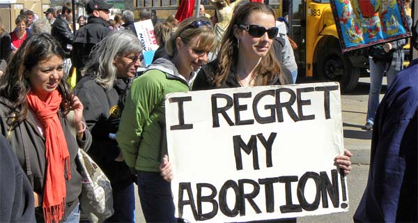 Pro-life protest at Planned Parenthood (Photo: Flickr/Fibonacci Blue)