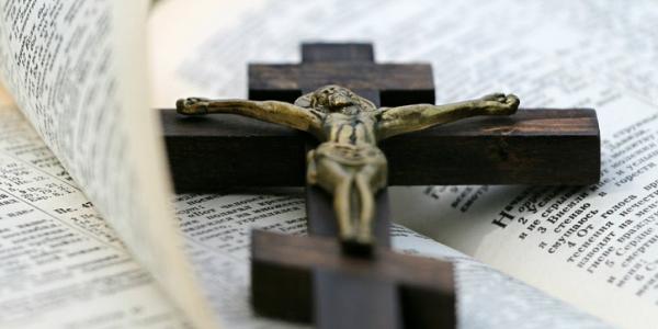 Jesus crucifix Bible (Pexels copyright-free image)