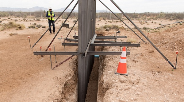 Border fence being built along Texas-Mexico border near reported locations of ISIS camps