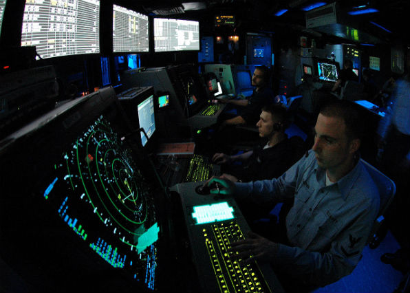A military air traffic controller works approach control in Carrier Air Traffic Control Center aboard the Nimitz class aircraft carrier USS Abraham Lincoln (Wikimedia Commons)