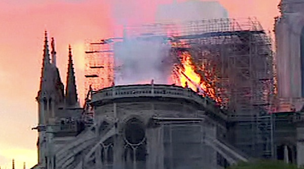 Notre Dame Cathedral in Paris, France, burns on April 15, 2019 (France24 video screenshot)