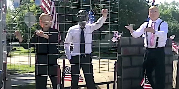 Obama, Hillary Clinton in cage in small-town parade