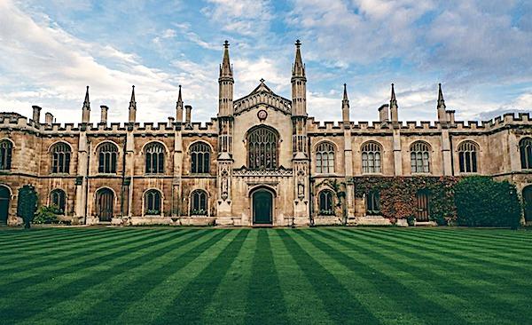 college-unversity-lawn-green-England-bri