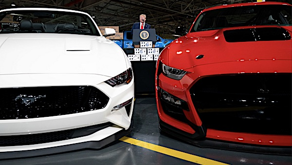Governor signs order stopping sales of gasoline-powered cars